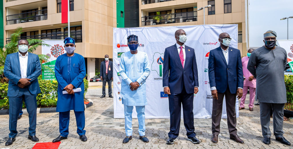 Gov. Sanwo-Olu At Nnpc/Ippg Donation Of Protective Equipment To South-West States Against The COVID-19 Pandemic In Lagos 3