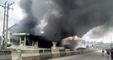 Breaking: Fire Outbreak At NNPC College Road Ogba 4