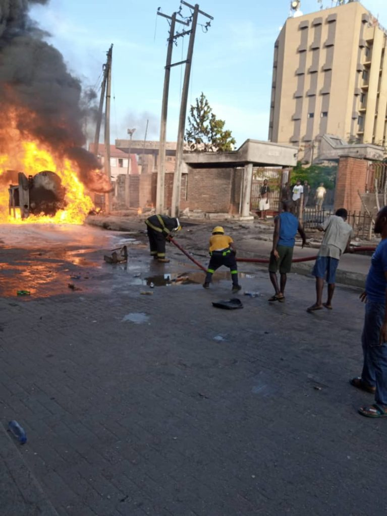 Breaking: NNPC Tanker Bursts Into Flames At Obalende 7
