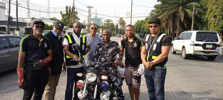 Police Community Relations Committee Gives Environmental Facelift To Victoria Island 1