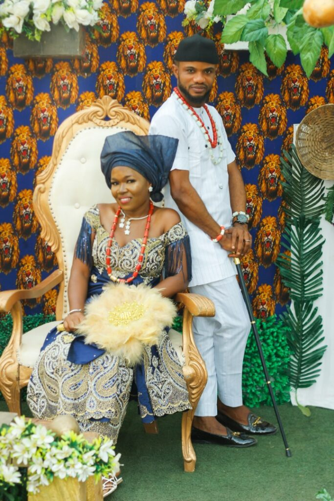 Vanguard Newspaper former Celebrity Photojournalist, Akinwunmi hitched his Igbo Heartthrob, Oluchi in a stylish Traditional Marriage 4