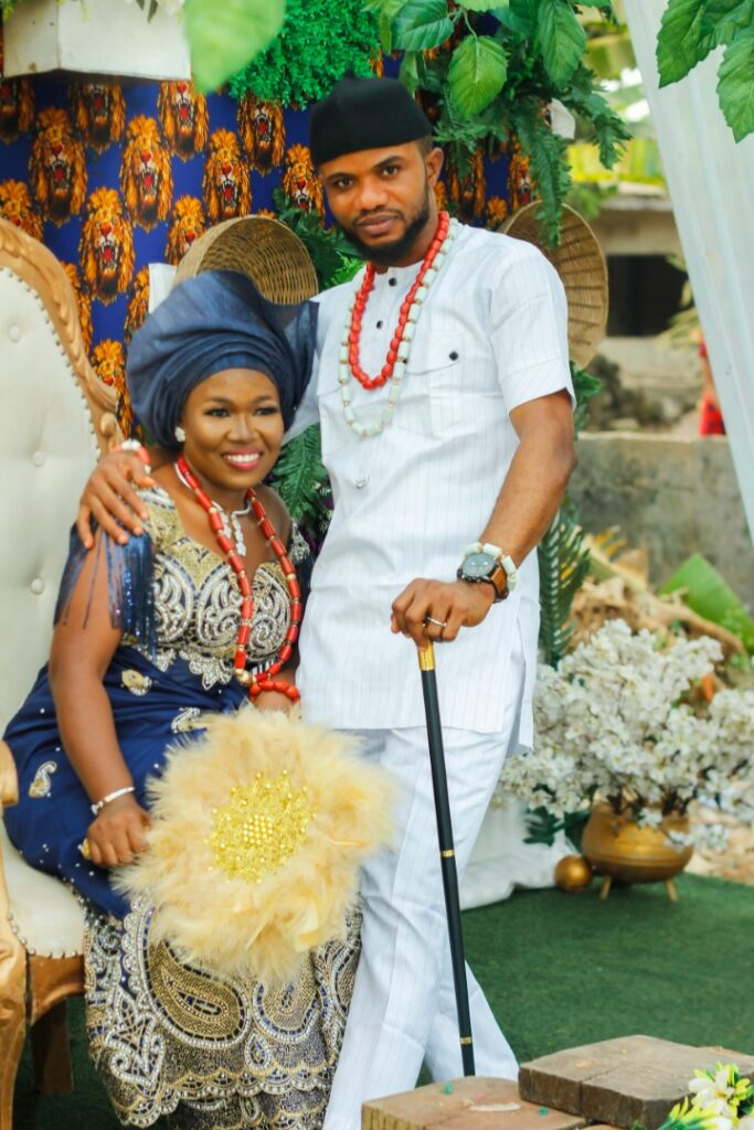Vanguard Newspaper former Celebrity Photojournalist, Akinwunmi hitched his Igbo Heartthrob, Oluchi in a stylish Traditional Marriage 5