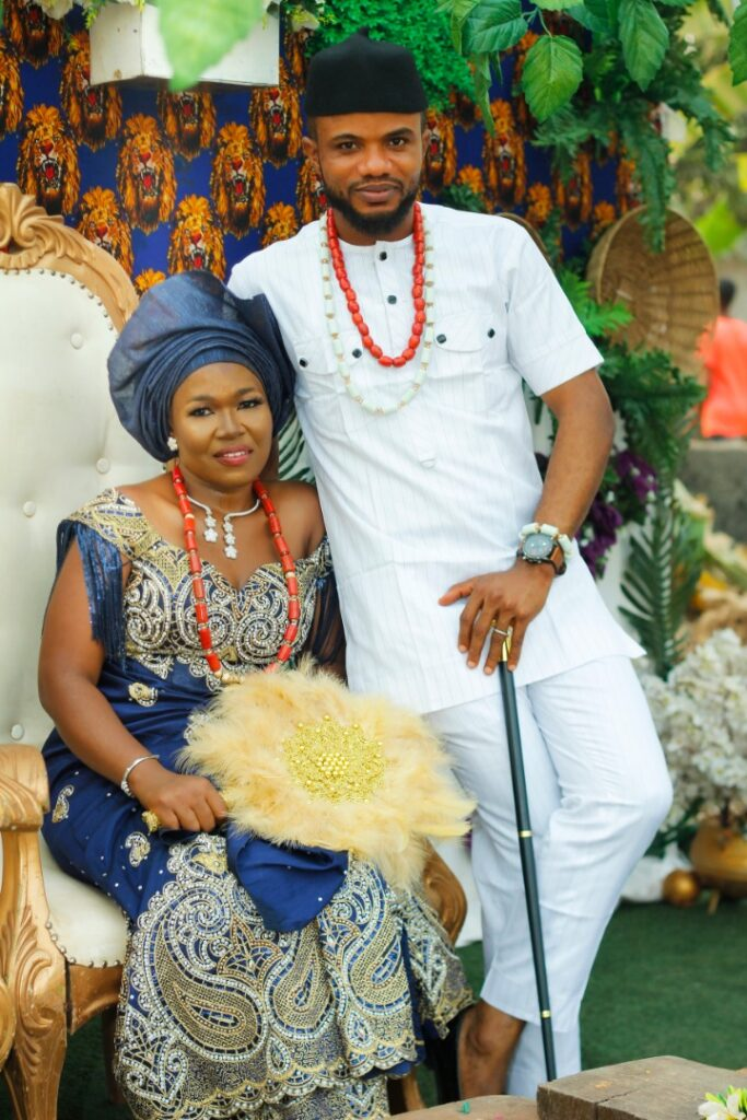Vanguard Newspaper former Celebrity Photojournalist, Akinwunmi hitched his Igbo Heartthrob, Oluchi in a stylish Traditional Marriage 7