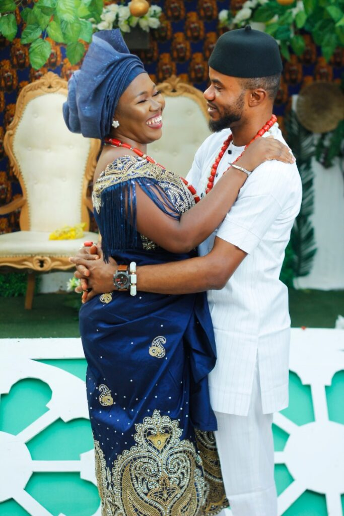 Vanguard Newspaper former Celebrity Photojournalist, Akinwunmi hitched his Igbo Heartthrob, Oluchi in a stylish Traditional Marriage 8