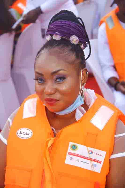 See Moments From Travelogue Valentine Boat Cruise 11
