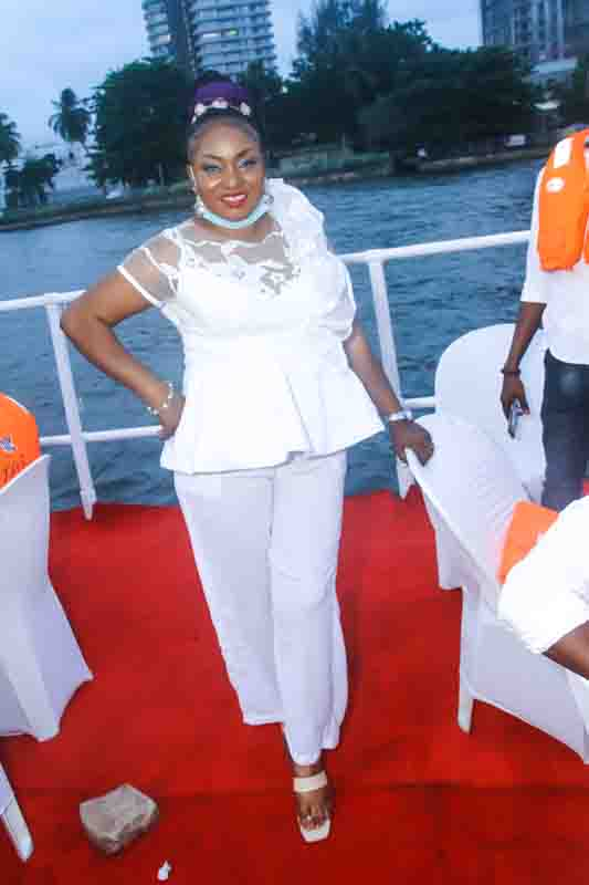 See Moments From Travelogue Valentine Boat Cruise 17